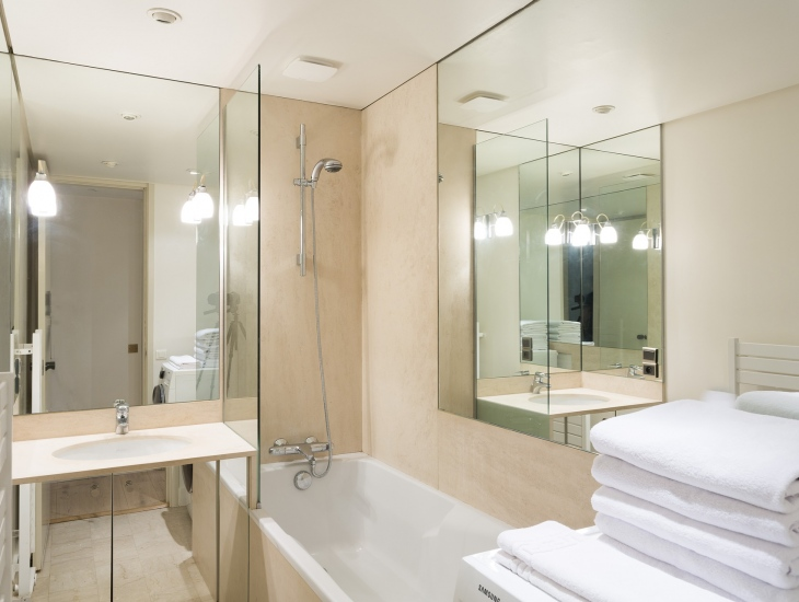 4 Easy Tricks To Make A Small Bathroom Look Bigger